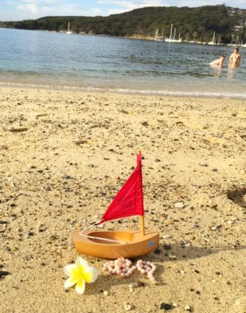 Bateaux Tirot Little Starfish Toy Wooden Boat beach day