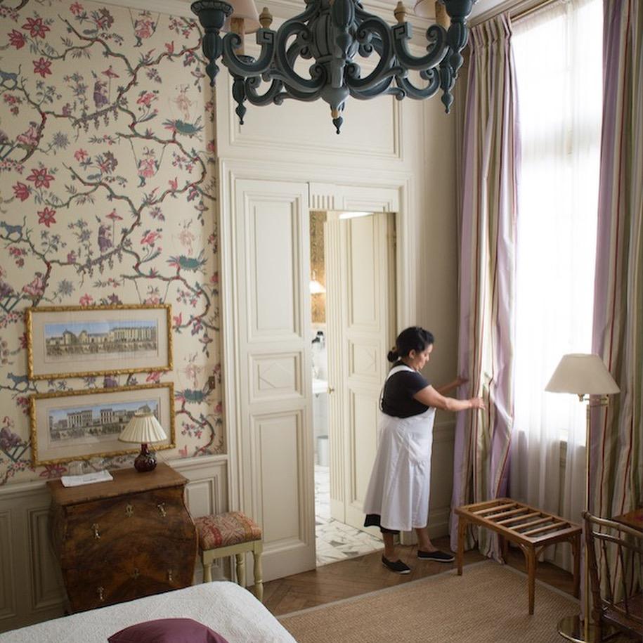 La Mirande room with maid