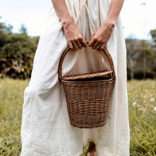 Olli-Ella-Big-Apple-Basket-in-the-country