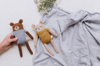 Main Sauvage Love and Peace Teddy knit toys