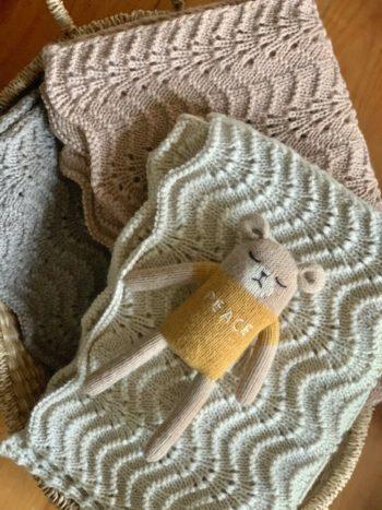 Bonet Knit Blanket Little French Heart 2 (2)