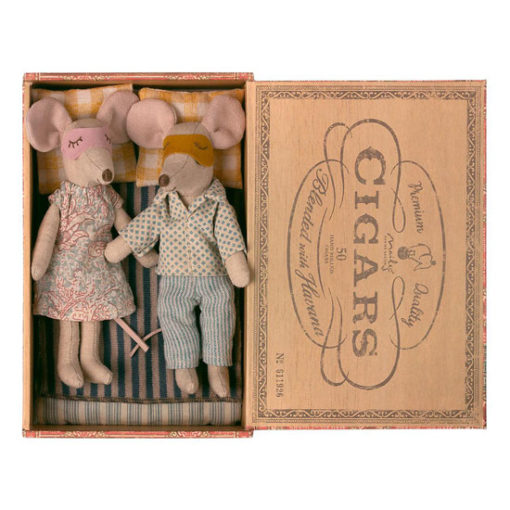 Mum-and-Dad-In-Cigar-Box