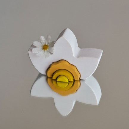 Raduga-Grez-Narcissus-Little-French-Heart-with-Flower