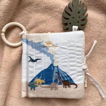 Kongesslojd-Baby-Fabric-Book-Dinosaur-Little-French-Heart-1