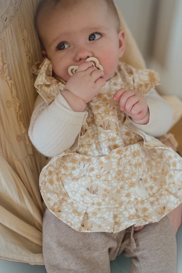 Mrs Mighetto Baby Bib Swan and Sparrow #Littlefrenchheart